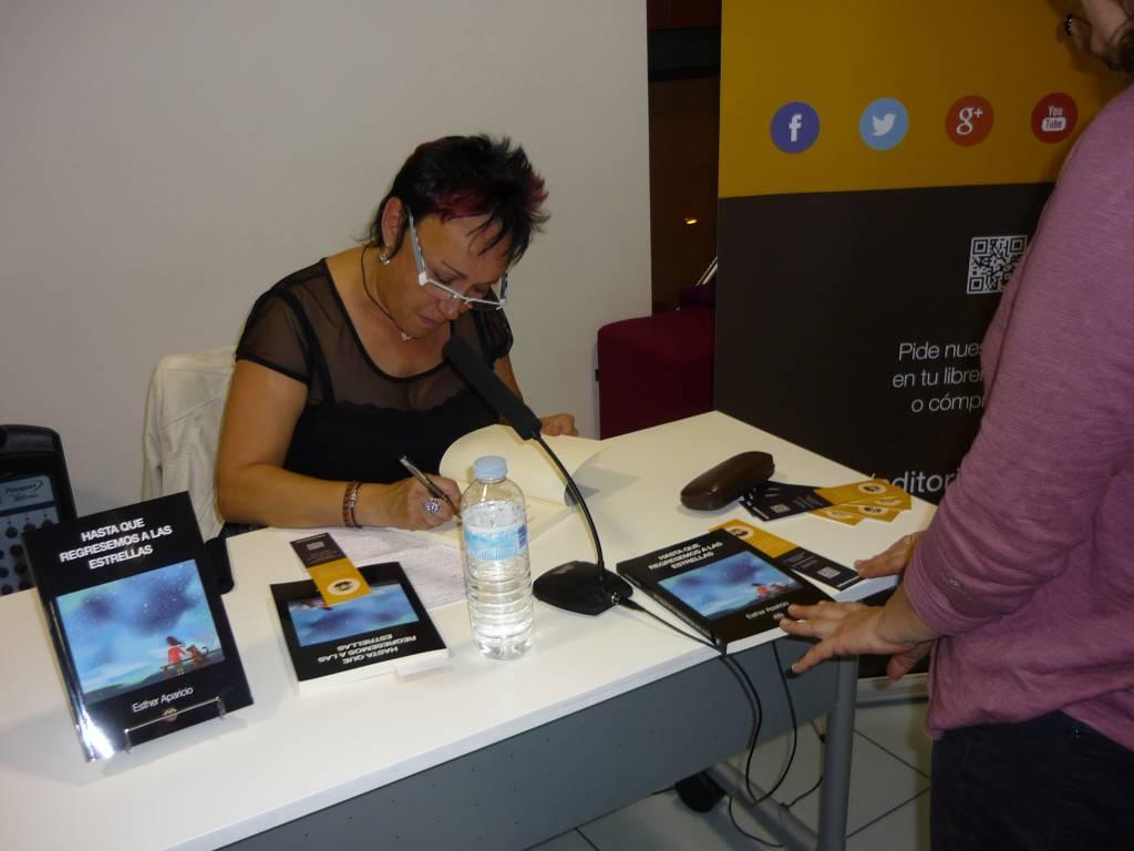 Firma de libros en la Mediateca Centro de Arte de Alcobendas